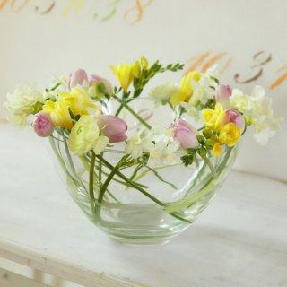 Frühlingsblumen in der Salatschüssel