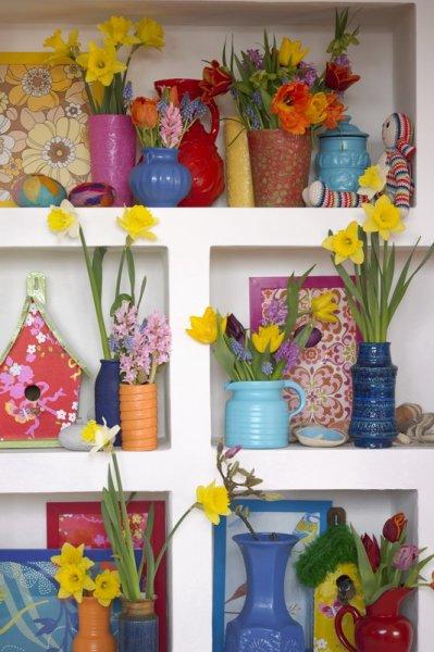 tulpen und narzissen in eine vase zwiebelhaft. Black Bedroom Furniture Sets. Home Design Ideas